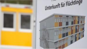 3sat: Willkommens-Architektur Eine studentische Arbeitsgruppe um Architekt Jörg Friedrich hat neue Konzepte für die Unterbringung von Flüchtlingen entwickelt. Innovativ, ästhetisch ansprechend, zentral und preiswert.