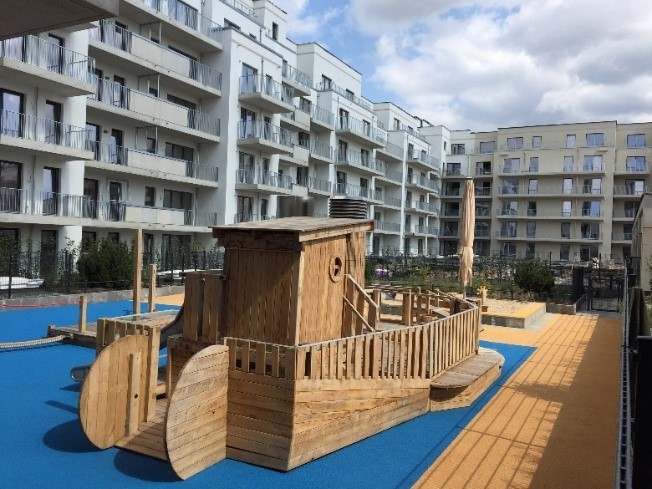 Kinderspielplatz auf dem Gründach Bildnachweis: JACKON Insulation GmbH und Gregor Heidt
